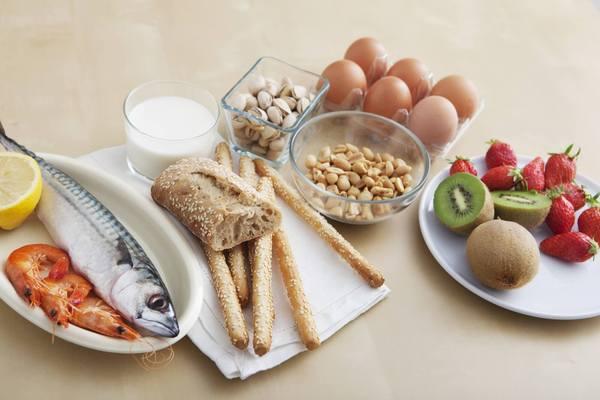 Was Allergien auslöst: Fisch und Schalentiere, Ei, Milch, Nüsse, Getreideprodukte