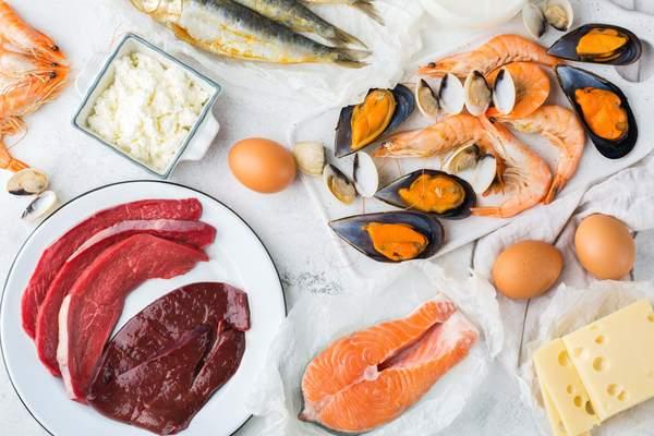 Lebensmittel mit Vitamin B12 - Fleisch, Innereien, Fisch, Eier, Käse